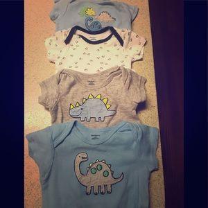 0-3 bundle onesies and zip up jammies
